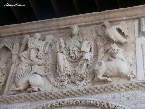 Fachada occidental de la Iglesia de Santiago en Carrión de los Condes (Palencia): Imagen: AlmaLeonor (VAVEL).