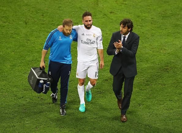 Carvajal abandona el césped de San Siro entre lágrimas. // Foto: Getty Images