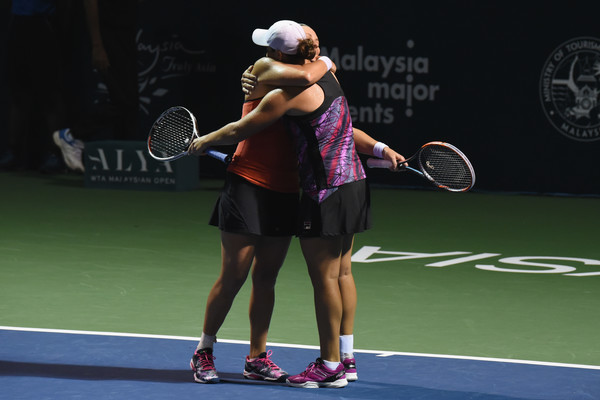 Barty and Dellacqua celebrates their win in Kuala Lumpur | Photo: Stanley Chou/Getty Images AsiaPac