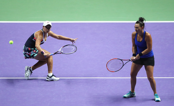 Barty and Dellacqua in action during the match | Photo: Matthew Stockman/Getty Images AsiaPac