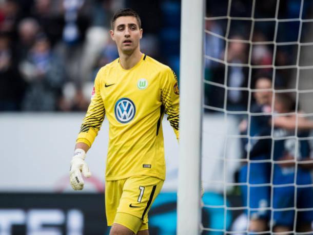 Casteels sofreu três gols e vê um acanhado Wolfsburg seguir bastante ameaçado pelo rebaixamento (Foto: Simon Hofman/Getty Images)