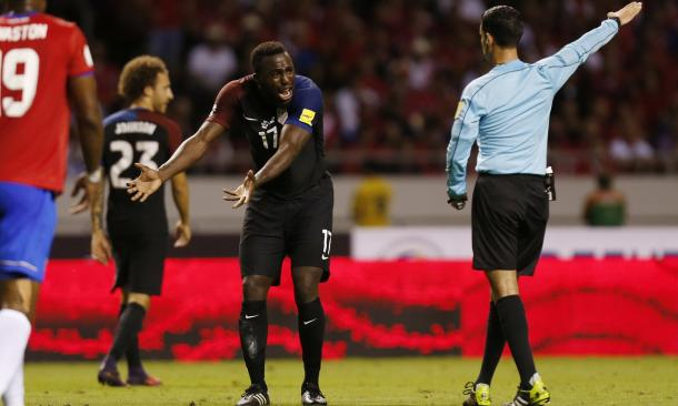 Jozy Altidore (center) more along the typical American player, with not only his poor technical ability, but a product of an environment where he did not have to be mentally sharp all the time. (Photo credit: AP/Moises Castillo)