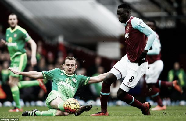 Above: Lee Cattermole slides in Sunderland's 1-0 defeat to West Ham image source: Getty Images