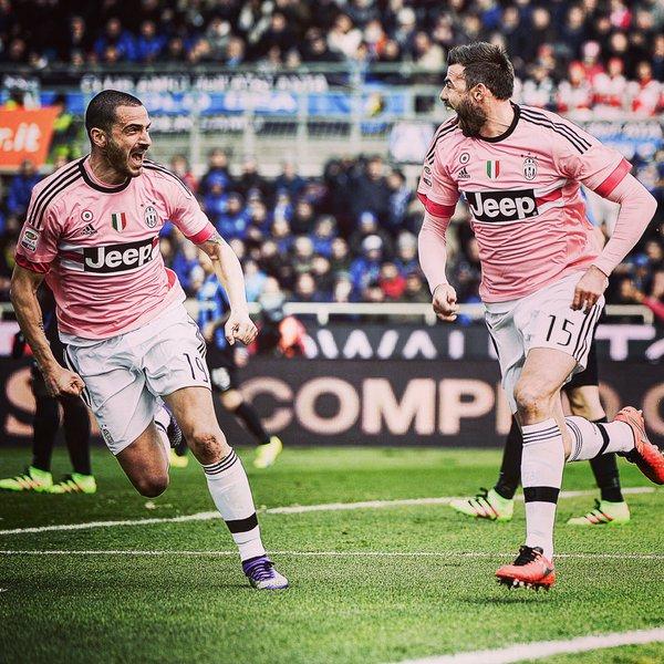 Barzagli y Bonucci celebran el gol del segundo   Foto: Juventus