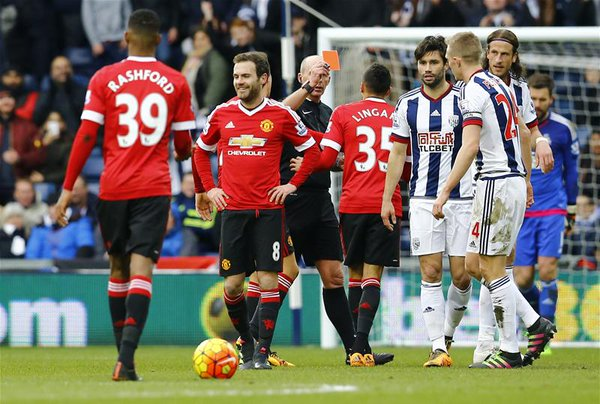Juan Mata receives his red card from Mike Dean in the first half | Photo: Getty Images