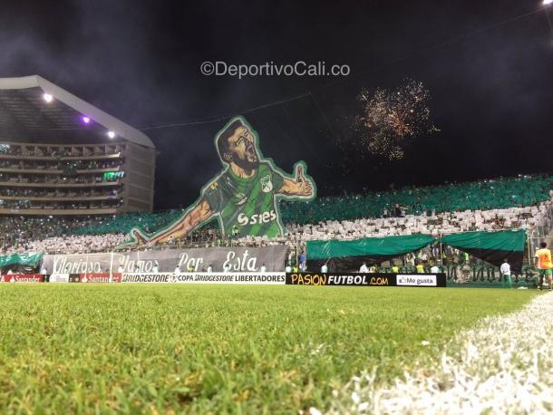 Torcida faz mosaico muito bonito no Estádio Deportivo Cali (Foto: Divulgação/ Deportivo Cali)