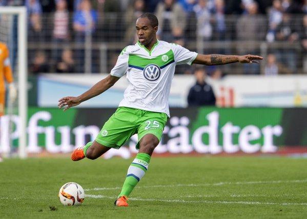 Naldo es una baja sensible en el Wolfsburgo. // (Foto de twitter.com)