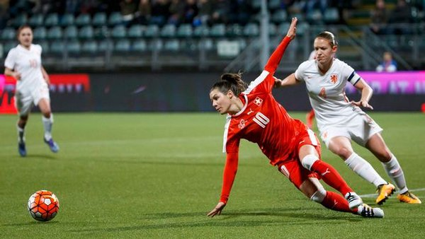 Bachmann (left) bagged a late third of the game for Switzerland, but it wasn't enough for her side to get anything from the game. | Photo: RTS Sport