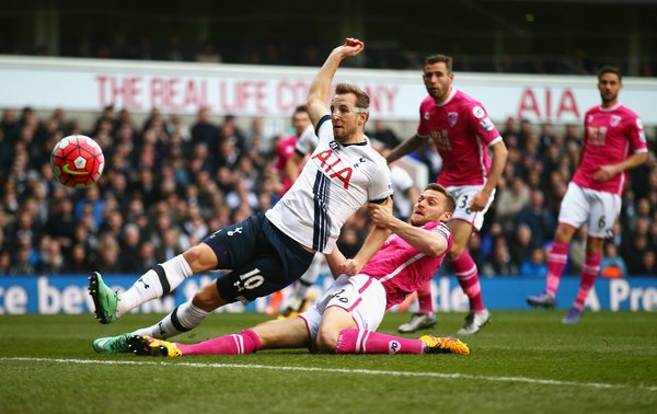 Kane scoring the first of his two goals against Bournemouth | Photo: Getty Images