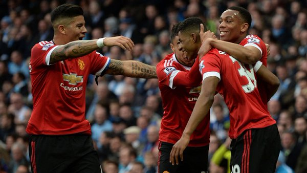 Rashford celebrates with his teammates after giving United the lead | Photo: Getty Images