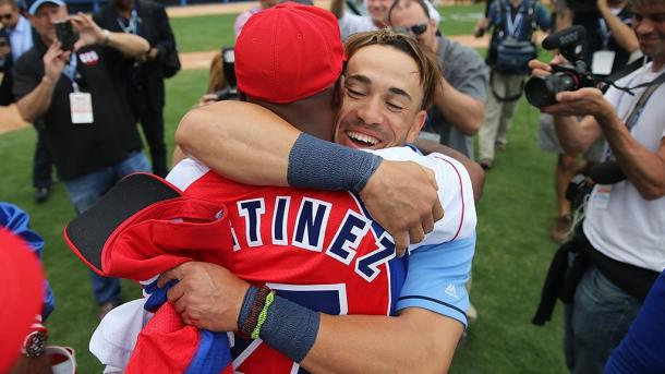 Dayron Varona shares a moment with a former teammate after the game between the Tampa Bay Rays and Cuban National Team. (@MLB)