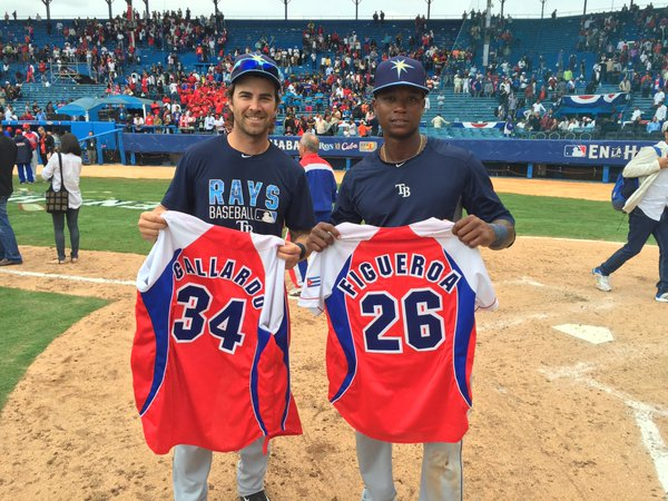 In the spirit of friendly competition, the Rays and Cuban National Team swapped jerseys postgame. (@RaysBaseball)