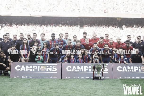 El Barça celebra la Liga de 2015 | Foto: Alex Gallardo - VAVEL