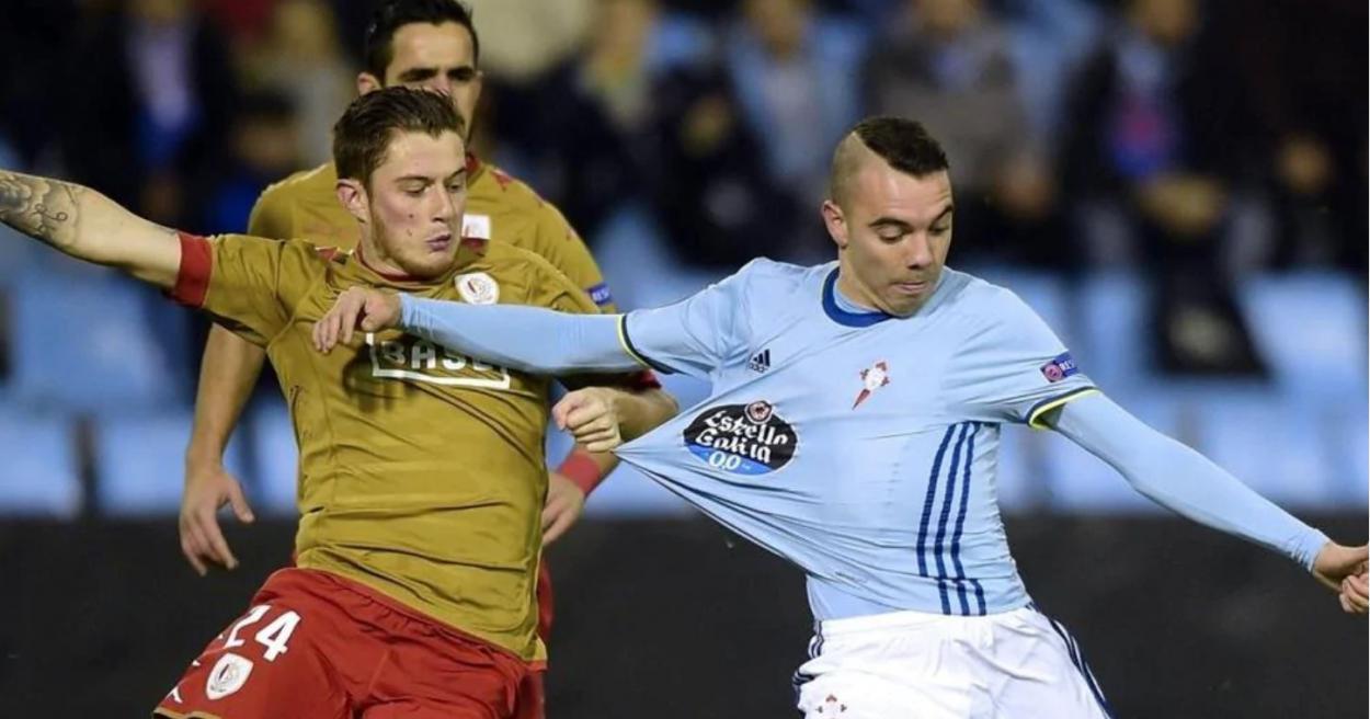 Iago Aspas a punto de disparar en el Celta-Standard de Lieja / Foto: Getty Images