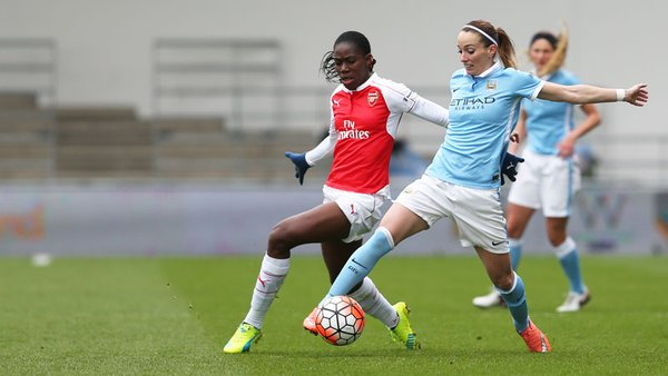 Asllani and Oshoala battle for possession in midfield | Photo: Manchester City's Twitter account