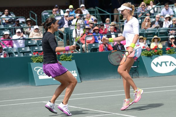 Garcia (left) and Mladenovic celebrate their victory | Photo: Christopher Levy