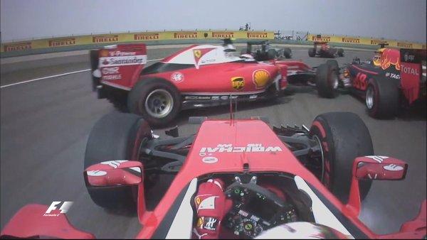 El toque de Vettel y Raikkonen | Foto: Fórmula 1
