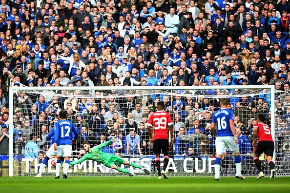 De Gea saves Lukaku's penalty in the second half | Photo: Getty Images