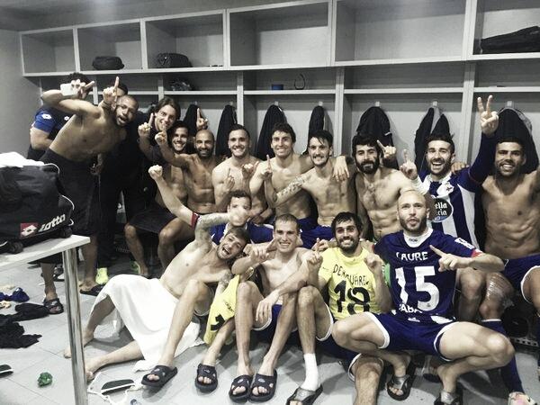Los jugadores del Deportivo celebran la permanencia. Foto: Lucas Pérez.