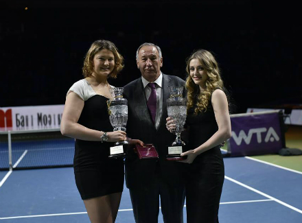 Chakvetadze (right) and Dinara Safina (left) with Shamil Tarpischev at the Kremlin Cup in 2014 after their retirement ceremony. Photo: Kremlin Cup