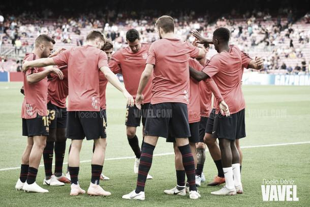 El Barcelona calienta antes de medirse al PSV | Foto: Noelia Déniz - VAVEL