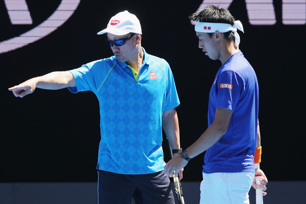 Michael Chang (left) gives directions to Kei Nishikori during a practice. Photo: Michael Dodge/Getty Images