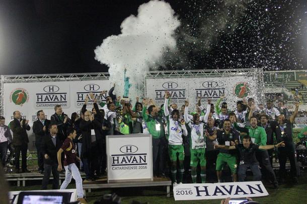 Chape comemorou em casa seu quinto título catarinense na história (Foto: Divulgação/Chapecoense)