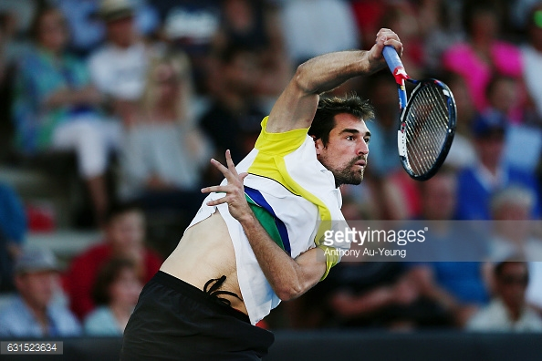 Jeremy Chardy serving in Auckland/Photo: Anthony Au-Yeung/Getty Images