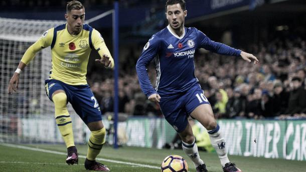Hazard y Funes Mori en el 5-0 del Chelsea al Everton. Foto: Premier League.