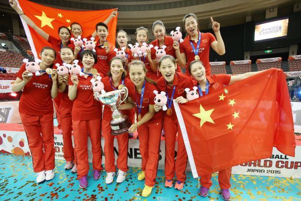 China celebra su cuarto título en la Copa Mundial (Japón 2015).   Foto: FIVB