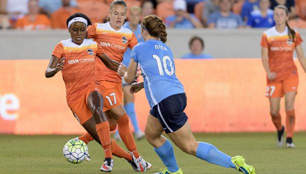 Chioma Ubogagu in battles for the ball against Sky Blue FC midfield Ashley Nick | nwslsoccer.com