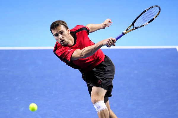 Marco Chiudinelli follows through on a shot. Photo: Harold Cunningham/Getty Images