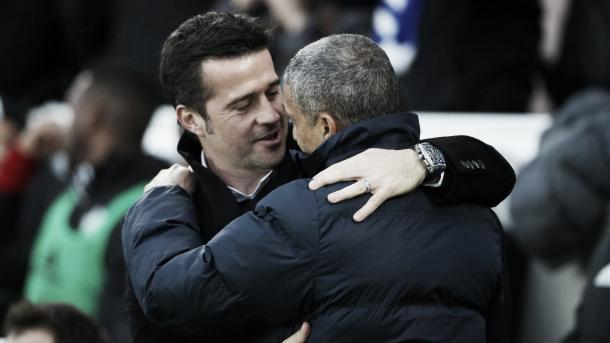 Da Silva saludo a Chris Hughton en su último encuentro de visitante. Foto: Sitio oficial de la Premier League