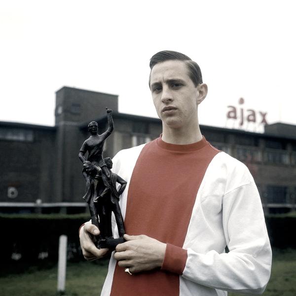 Foto: @eofutbol / Cruyff comenzando su carrera en 1967