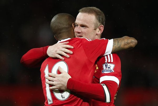 Rooney e Young. Fonte: Squawka.com