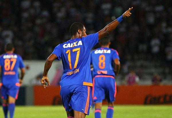 Camisa 17 marca primeiro gol pelo Leão (Foto: Williams Aguiar/Sport)