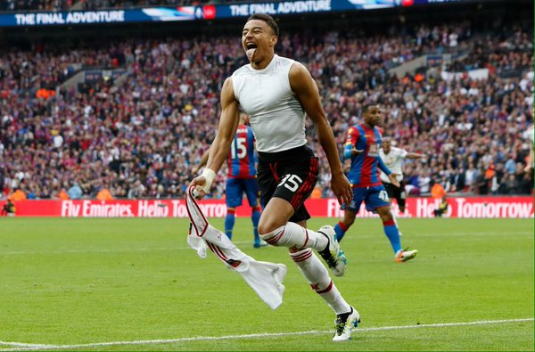 Lingard celebrates his later winner for United | Photo: Getty