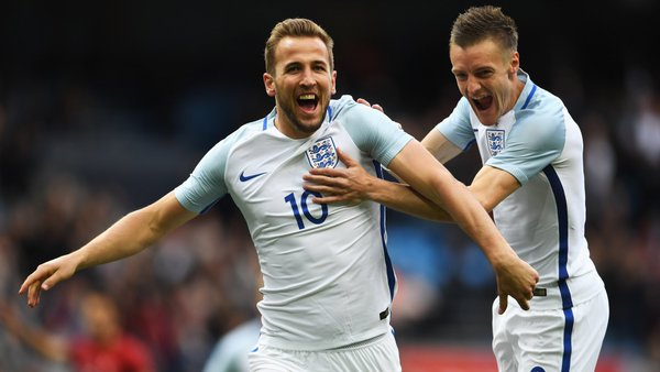 Kane celebrates his opening goal with Vardy | Photo: Getty