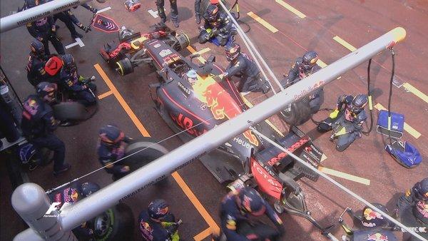 Il pit stop che è costato la vittoria a Ricciardo | foto: Formula 1