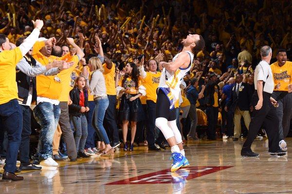 Curry vibrando com a vitória (Foto: Divulgação/NBA)
