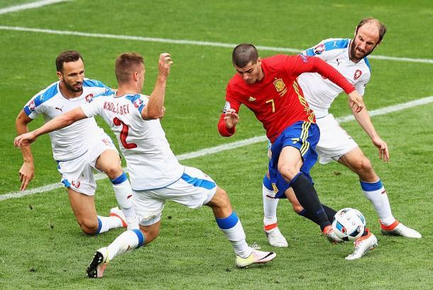 Morata sucumbido por la presión de Chequia | Imagen: UEFA
