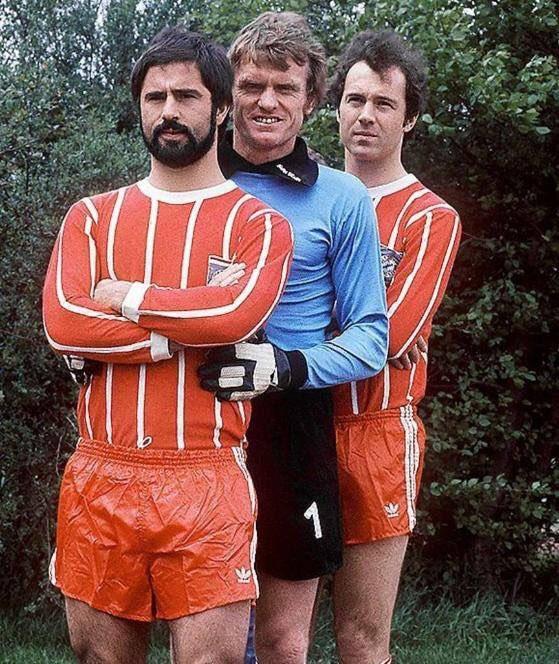 Gerd Müller, Sepp Meier y Franz Beckenbauer con la equipación del Bayern