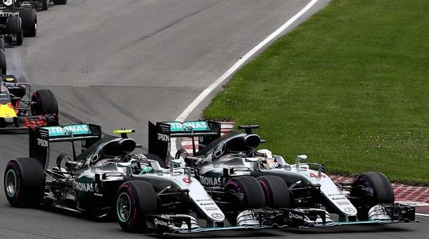 Colisión entre Lewis Hamilton y Nico Rosberg | Fuente: @RTn