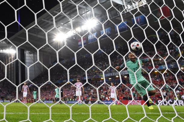 Quaresma heading in Portugal's late winner | Photo: UEFA
