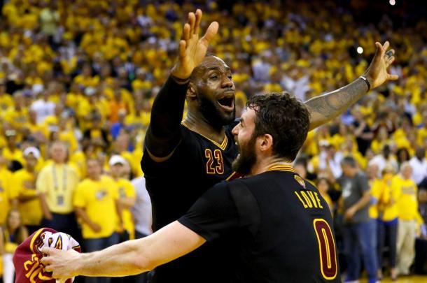 LeBron comemora com Love o título de campeão da NBA (Foto: Divulgação/NBA)
