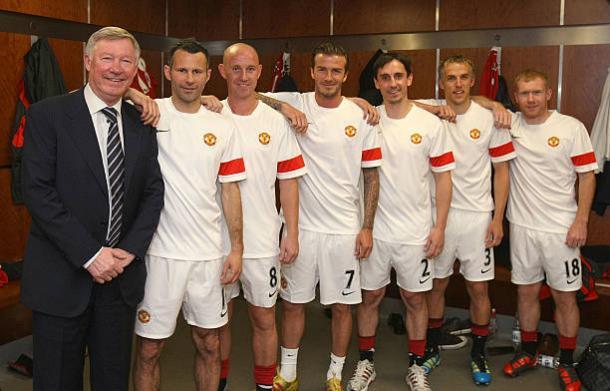 Sir Alex Ferguson com a Classe de 1992: Giggs, Butt, Beckham, Gary e Phil Neville e Scholes (Foto: John Peters/Manchester United/Getty Images)
