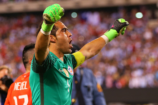 Claudio Bravo con la maglia del Cile. Fonte foto: Getty Images Europe.