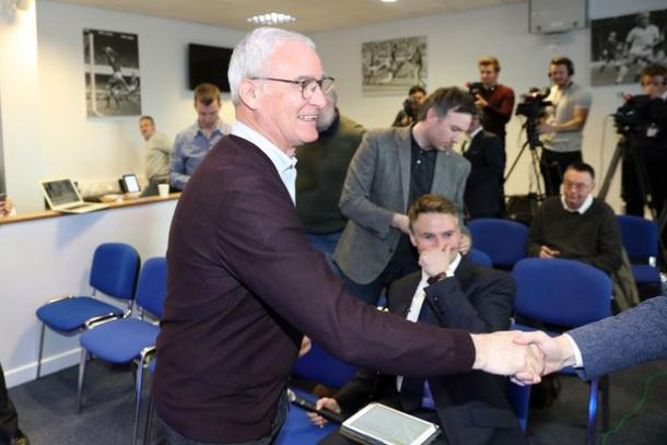 A smiling Claudio Ranieri shakes hands with every journalist before his press conferences. | Photo: Plumb Images.