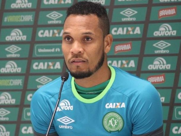 Thiego estava apalavrado com o Santos (Foto: Cleberson Silva/Chapecoense)