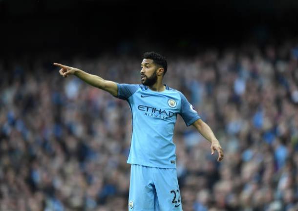 O lateral ganhou duas Premier Leagues em Manchester (Foto: Laurence Griffiths/Getty Images)